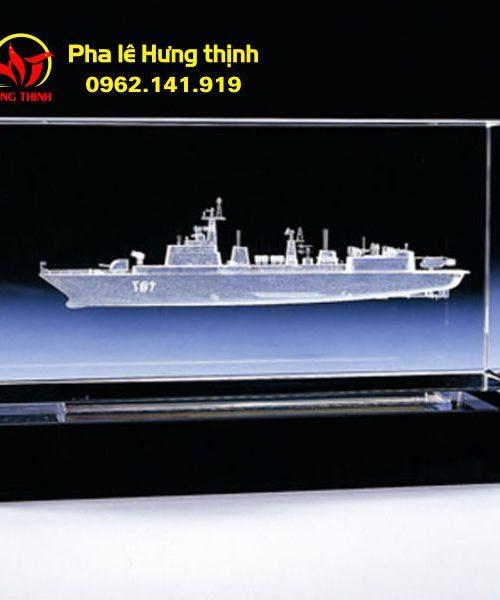 Khắc 3D trong khối pha lê hình con thuyền