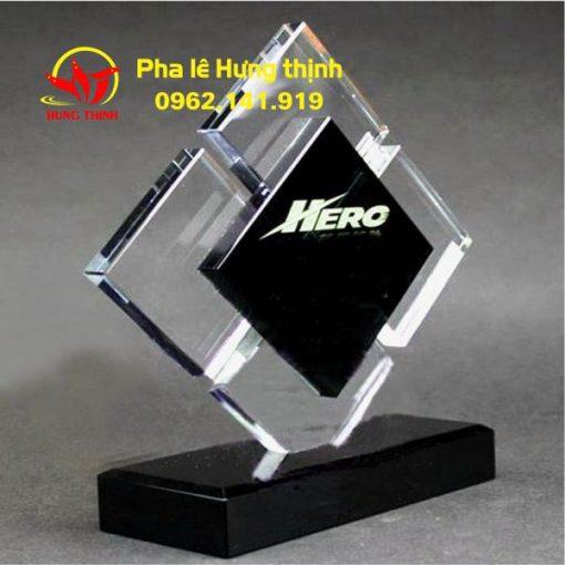 kỷ niệm chương pha lê hình vuông mẫu 3