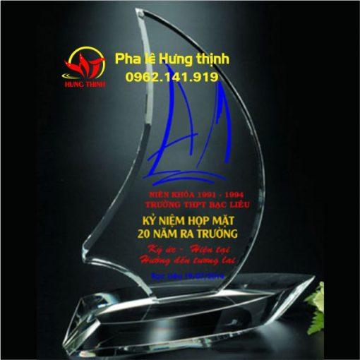 kỷ niệm chương pha lê con thuyền buồm mẫu 5a