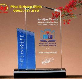 Kỷ niệm chương pha lê tri ân thầy cô mẫu 13
