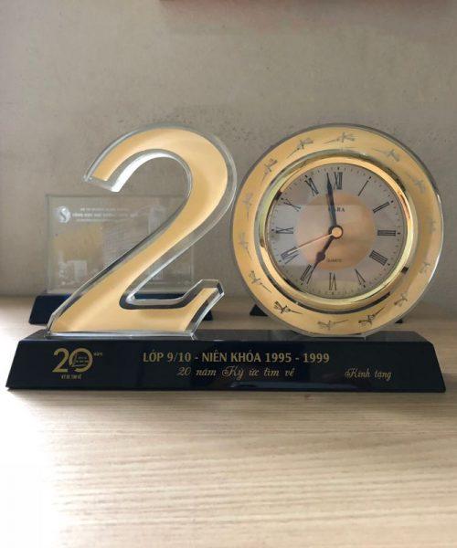 bộ số đồng hồ pha lê kỷ niệm 20 năm ra trường