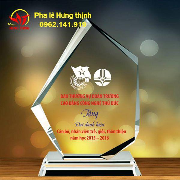 Kỷ niệm chương pha lê của Hưng Thịnh