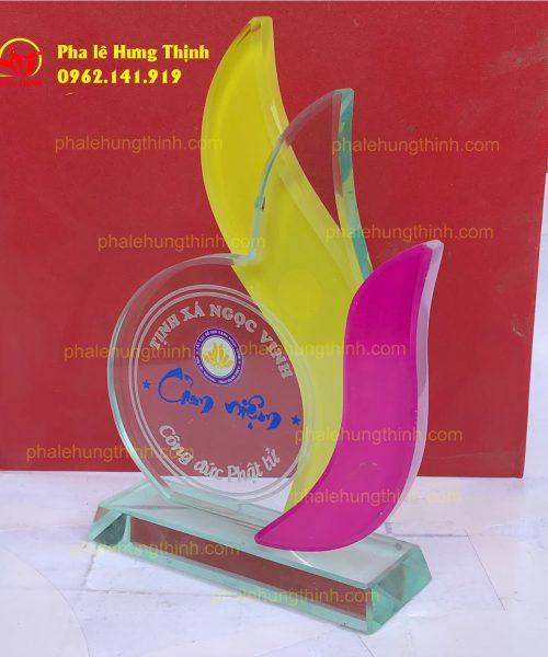 sản xuất kỷ niệm chương pha lê mẫu 19