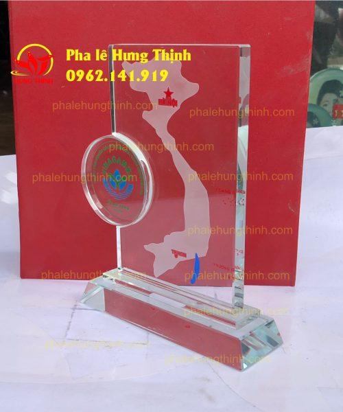 sản xuất kỷ niệm chương pha lê mẫu 3b