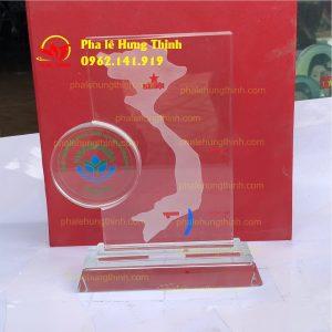sản xuất kỷ niệm chương pha lê mẫu 3a