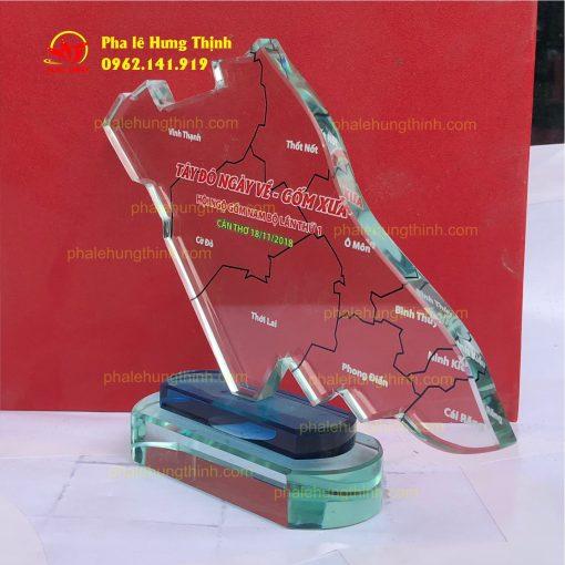 sản xuất kỷ niệm chương pha lê mẫu 9 c