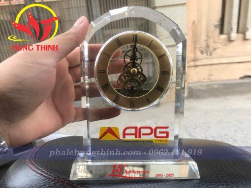 Đồng hồ pha lê giả cổ in Logo APG