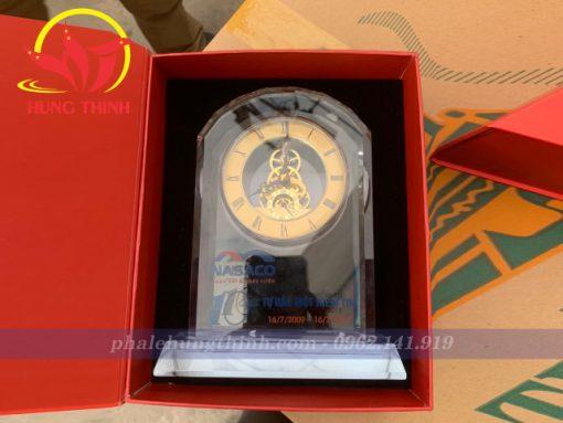 Đồng hồ pha lê giả cổ in Logo Nasaco