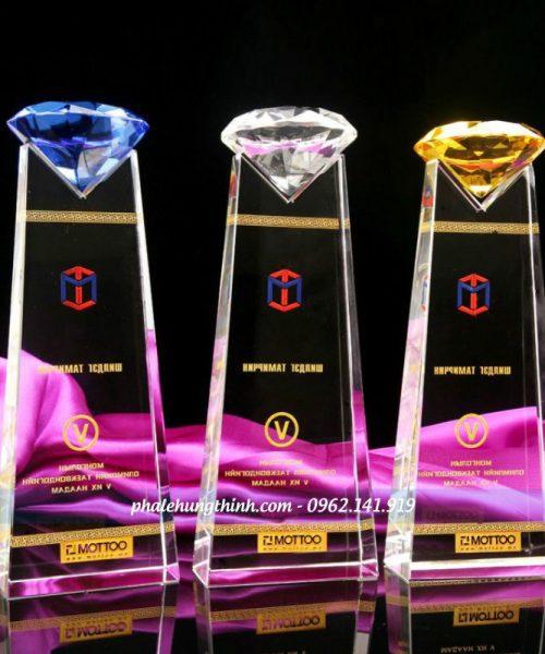 kỷ niệm chương pha lê kim cương 1