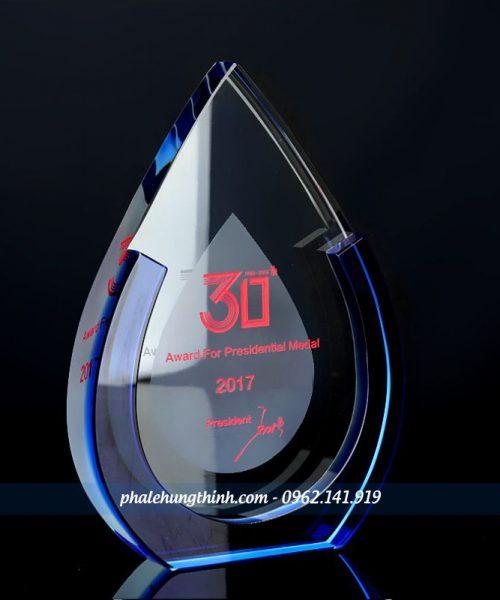 kỷ niệm chương pha lê mẫu 20a