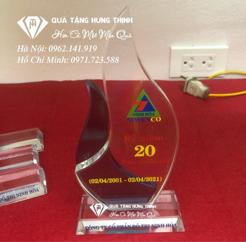 Kỷ niệm chương pha lê kỷ niệm 20 năm ngày thành lập 01