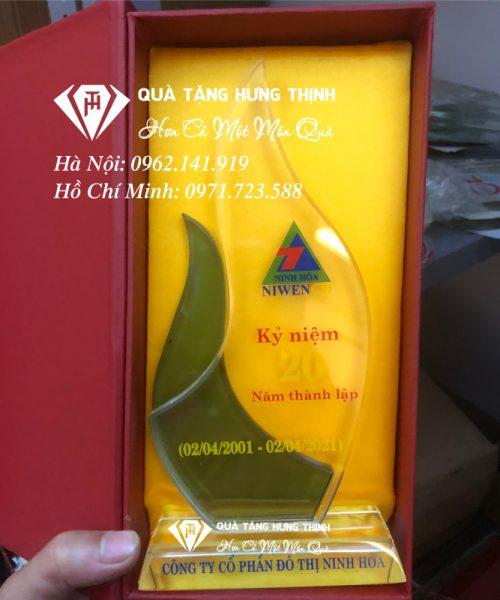 Kỷ niệm chương pha lê kỷ niệm 20 năm ngày thành lập